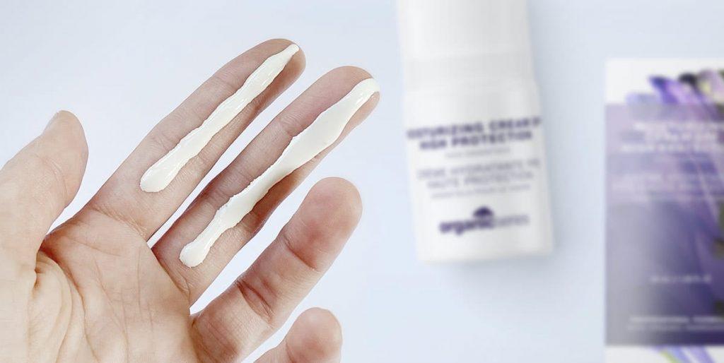 odmierzanie kremu z filtremmetoda na dwa palce